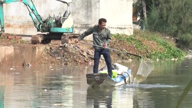 Chuyện người vác tù và hàng tổng, dọn rác làm sạch môi trường làng biển - 1