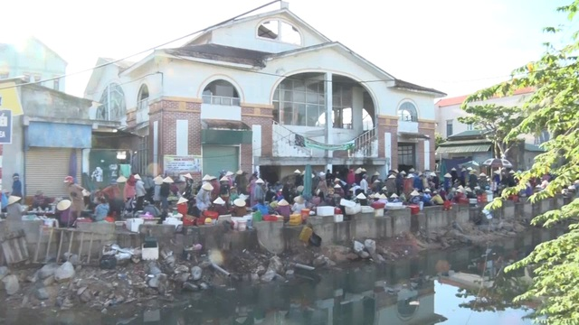 Chuyện người vác tù và hàng tổng, dọn rác làm sạch môi trường làng biển - 4