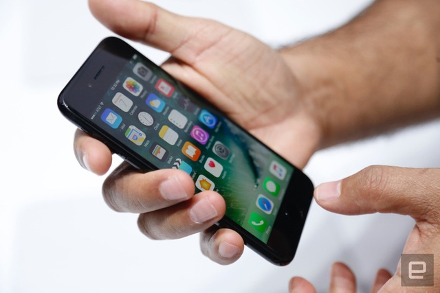 Điện thoại nào bán chạy nhất phân khúc 10-15 triệu đồng tại Việt Nam? - 1