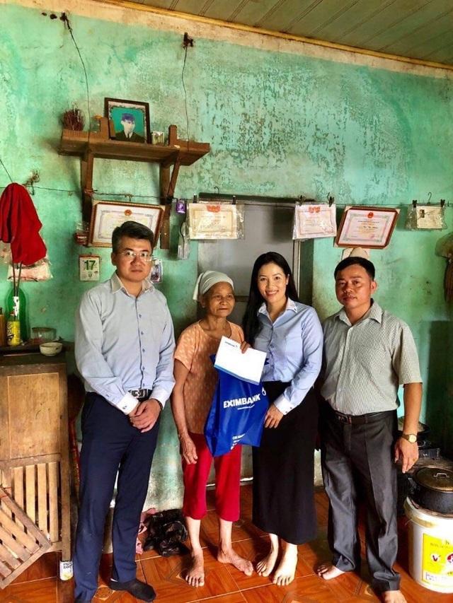 Eximbank thăm hỏi và tri ân mẹ Việt Nam anh hùng, gia đình liệt sỹ tỉnh Hòa Bình - 2
