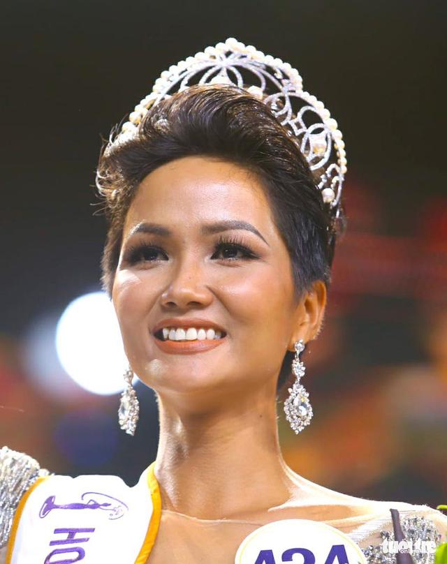 Bị cho là thêu dệt gia cảnh nghèo khó, Hoa hậu HHen Niê bức xúc lên tiếng? - 1