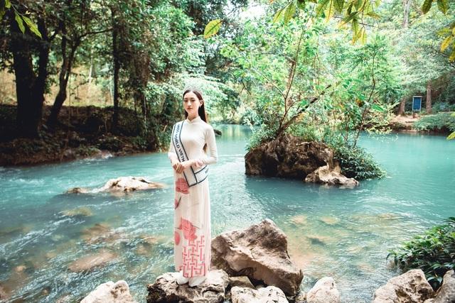 Hoa hậu Lương Thuỳ Linh thả dáng giữa chốn bồng lai tiên cảnh của Cao Bằng - 1
