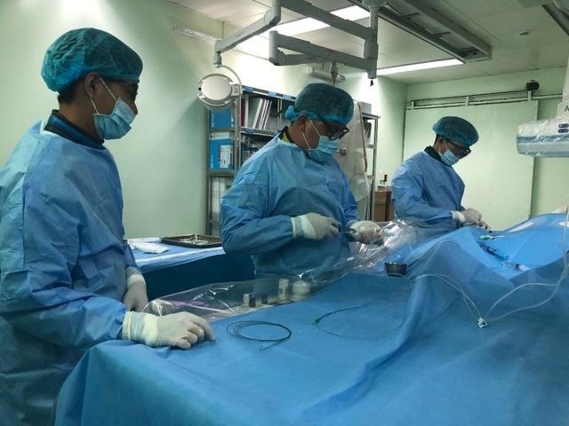 Cứu sống bệnh nhân người nước ngoài bị nhồi máu cơ tim cấp, đe dọa tính mạng - 1