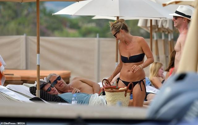 Kate Moss vẫn trẻ trung ở tuổi 45 - 7