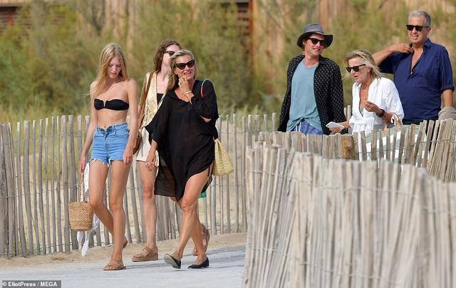Kate Moss vẫn trẻ trung ở tuổi 45 - 8