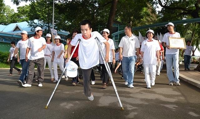 Người khuyết tật gặp khó trong việc tiếp cận chân giả, tay giả... - 1