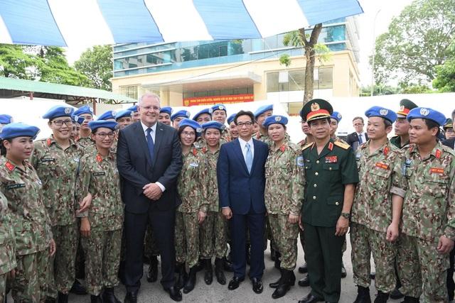 """Thủ tướng Việt Nam - Australia thăm """"bệnh viện dã chiến"""", trường đua xe F1 - 6"""