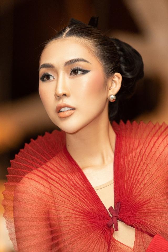 Hết cay đắng vì yêu nhầm người có vợ, Hoa hậu Tường Linh lại bị nghi… les - 4