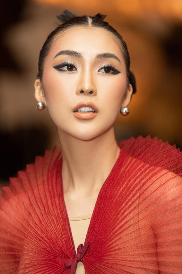 Hết cay đắng vì yêu nhầm người có vợ, Hoa hậu Tường Linh lại bị nghi… les - 5