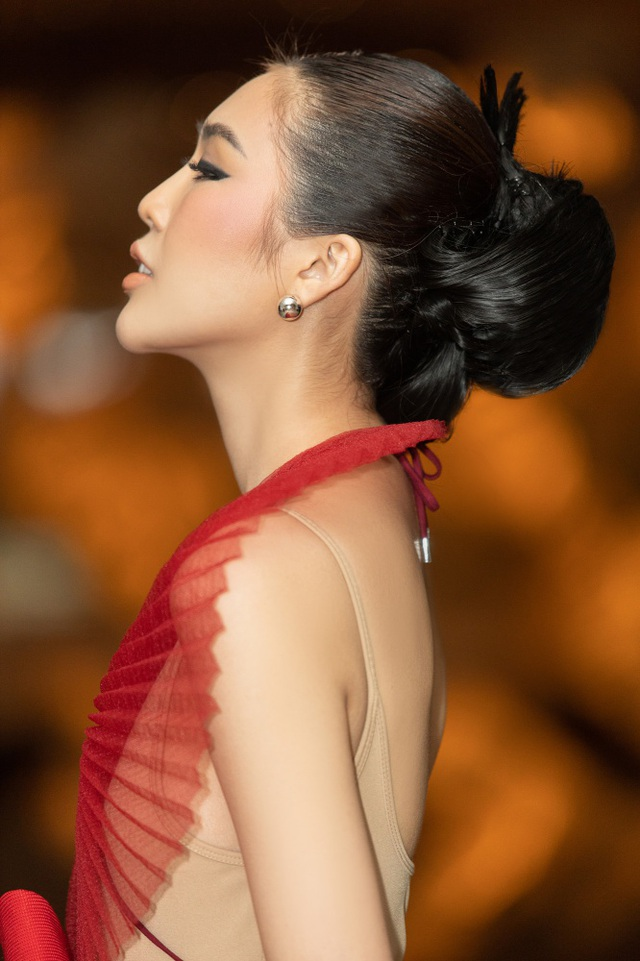 Hết cay đắng vì yêu nhầm người có vợ, Hoa hậu Tường Linh lại bị nghi… les - 2