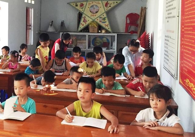 Sinh viên mở lớp dạy tiếng Anh miễn phí cho học sinh dịp hè - 1