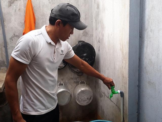 Bình Định: Dân bức xúc tố nhà máy nước sạch cấp nước vàng như nghệ! - 1