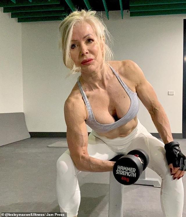 Sửng sốt trước vẻ trẻ trung, khỏe khoắn của bà cụ 63 tuổi - 2