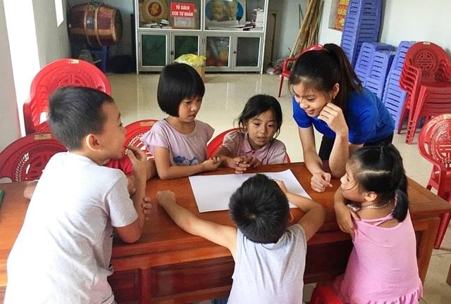 Sinh viên mở lớp dạy tiếng Anh miễn phí cho học sinh dịp hè - 2
