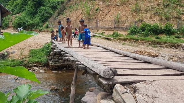 Khánh thành cây cầu mơ ước thứ 17, nâng bước chân bà con dân bản Na Kho - 3