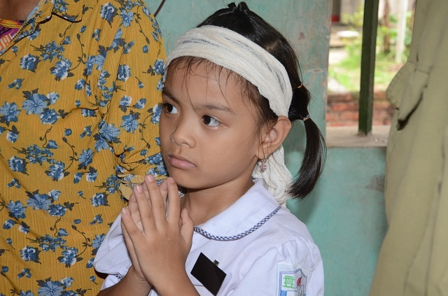 Đớn đau cảnh bé gái 6 tuổi duy nhất sống sót trong gia đình bị đất đá vùi lấp - 6