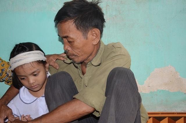 Đớn đau cảnh bé gái 6 tuổi duy nhất sống sót trong gia đình bị đất đá vùi lấp - 7