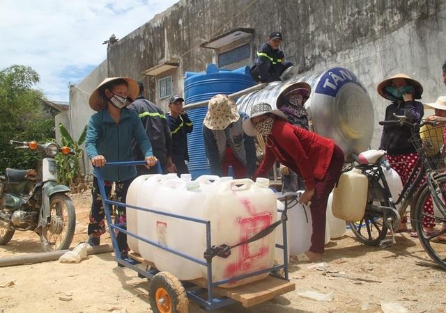 Bình Định: Dân bức xúc tố nhà máy nước sạch cấp nước vàng như nghệ! - 3
