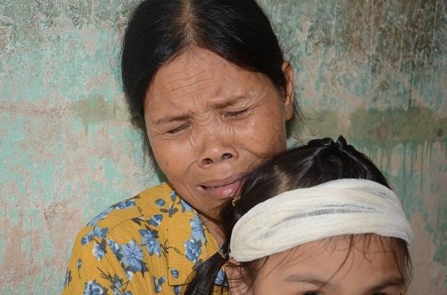 Đớn đau cảnh bé gái 6 tuổi duy nhất sống sót trong gia đình bị đất đá vùi lấp - 11