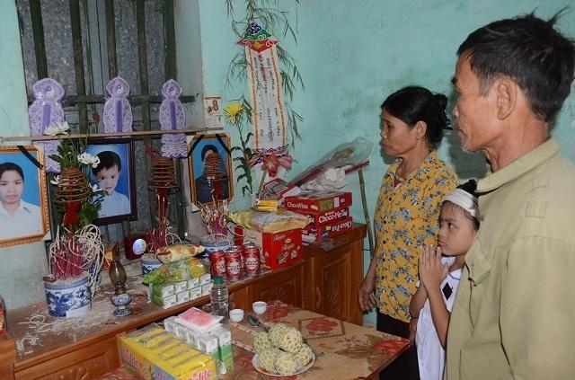 Đớn đau cảnh bé gái 6 tuổi duy nhất sống sót trong gia đình bị đất đá vùi lấp - 13