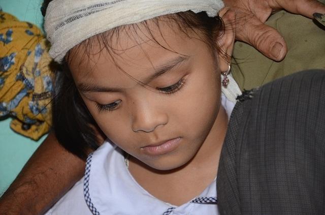 Đớn đau cảnh bé gái 6 tuổi duy nhất sống sót trong gia đình bị đất đá vùi lấp - 14