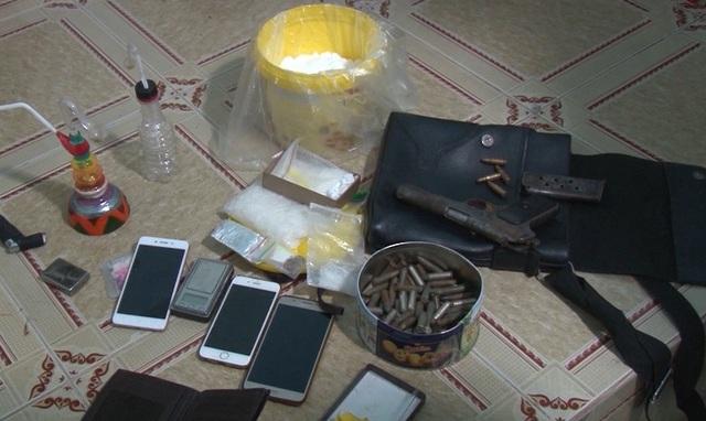 Bắt quả tang đối tượng tàng trữ ma túy, súng quân dụng cùng hàng trăm viên đạn - 1