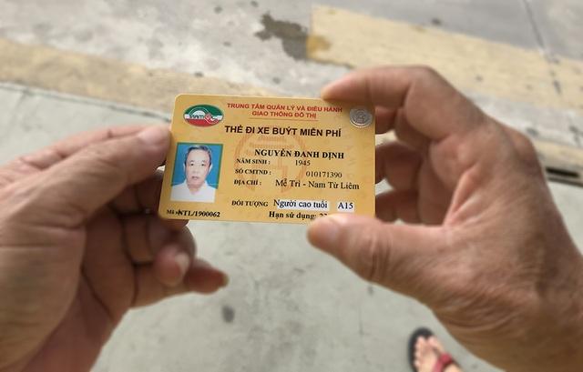 Hàng ngàn người dân Thủ đô tấp nập làm thẻ xe buýt miễn phí - 11