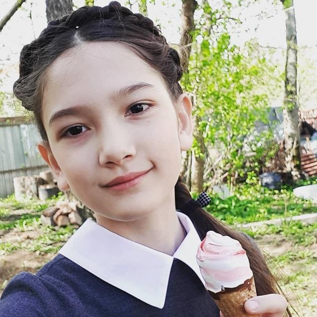 Em gái Lâm Tây sở hữu chiều cao 1m65 và thần thái cuốn hút ở tuổi 12 - 2