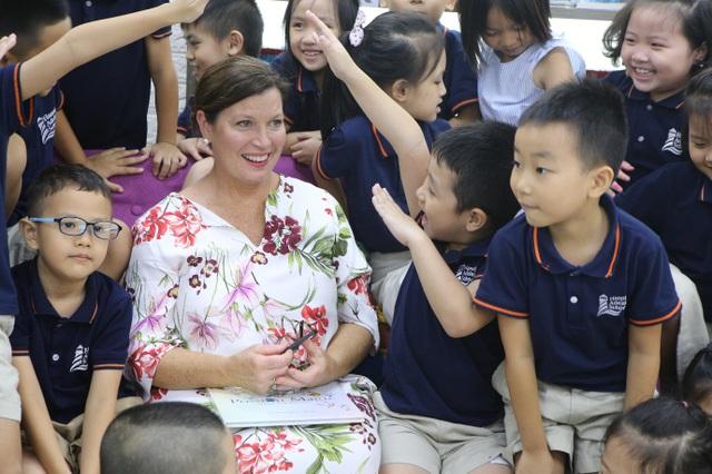 Phu nhân Thủ tướng Úc tham gia giờ đọc sách với học sinh Việt Nam - 1