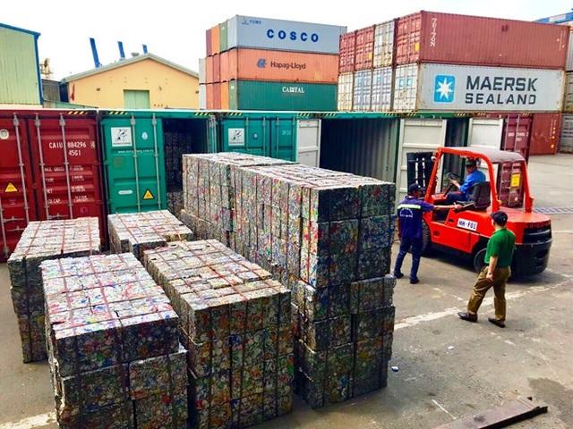 """Doanh nghiệp """"hô biến"""" 5 container phế liệu thành gốm đất nung bị phát hiện - 2"""