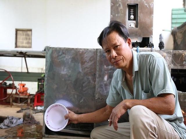 Bác nông dân Tây Nguyên chế tạo máy rửa chén công nghiệp - 3