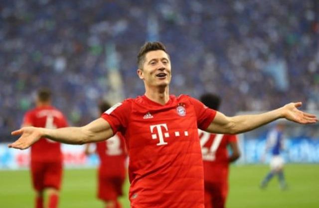 Lewandowski lập hattrick, Bayern Munich vùi dập Schalke - 6