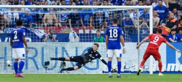 Lewandowski lập hattrick, Bayern Munich vùi dập Schalke - 2