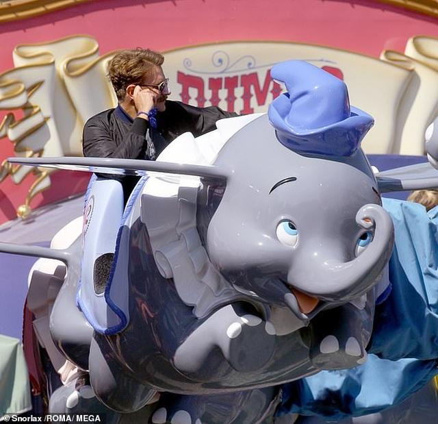 Bradley Cooper đưa con gái nhỏ đi chơi cuối tuần - 3