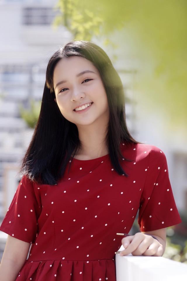 Chỉ 19 giây, thiếu nữ 14 tuổi từng đóng Hoa vàng cỏ xanh đốn tim ngàn fans - 8