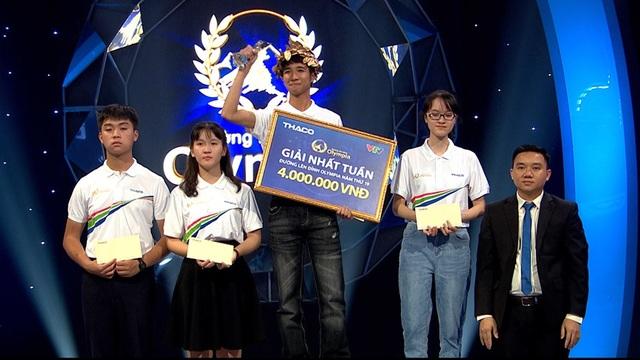 Nữ sinh hát và nhảy Kpop trong cuộc thi Tuần cuối cùng của Olympia 19 - 3