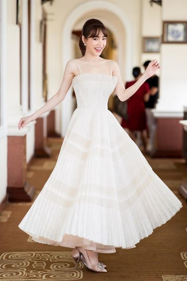 Mỹ Tâm, Hoàng Thùy nổi bật nhất tuần với trang phục gợi cảm - 8