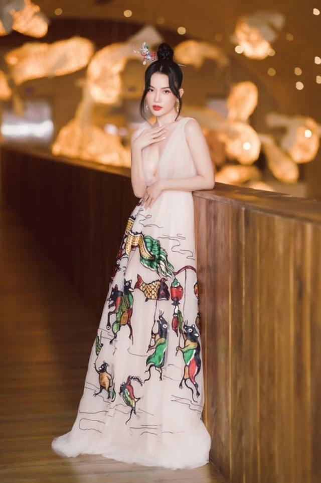 Mỹ Tâm, Hoàng Thùy nổi bật nhất tuần với trang phục gợi cảm - 10