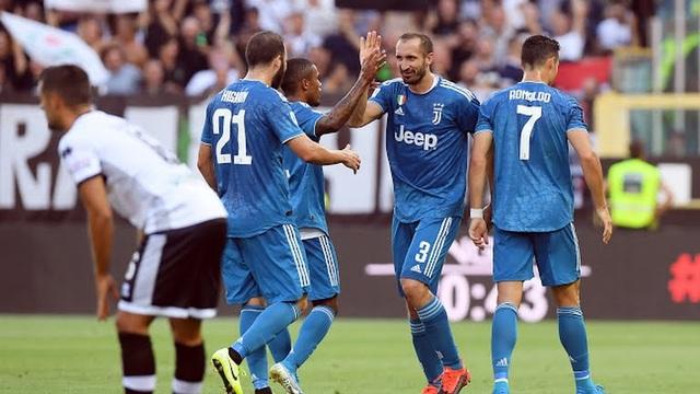 C.Ronaldo bị từ chối bàn thắng, Juventus thắng nhọc Parma - 1