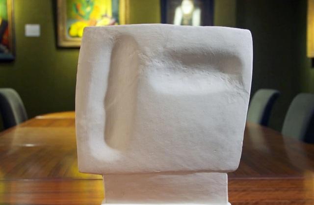 Bức tượng vô giá trị hóa ra là tác phẩm nghệ thuật có giá hơn 14 tỷ đồng - 1