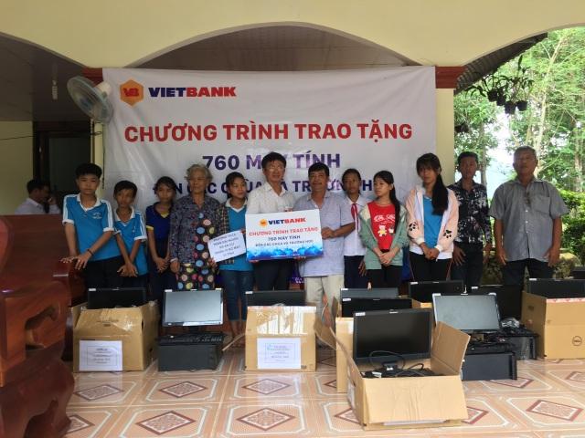 Vietbank tặng 760 máy tính cho các chùa và trường học - 2