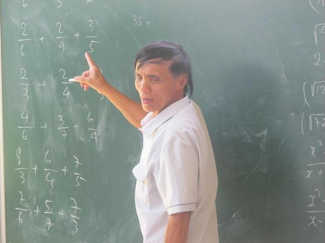 """Quả ngọt từ nghị lực và lòng nhân ái của """"thầy giáo không bằng cấp"""" - 2"""