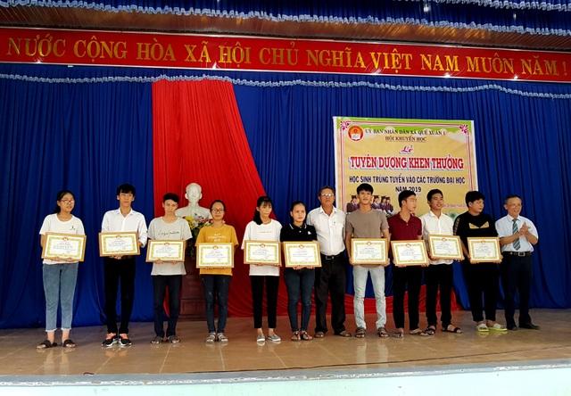 Khen thưởng tân sinh viên