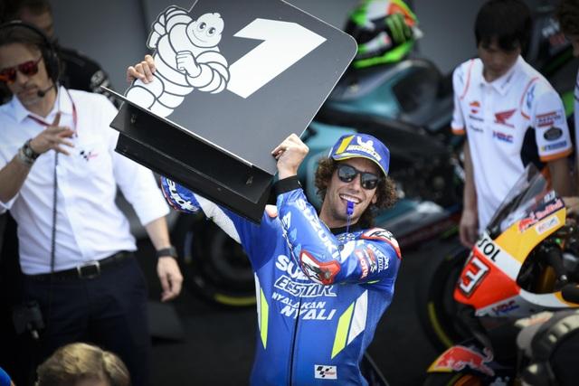 Chặng 12 MotoGP 2019: Rins thắng Marquez đầy cảm xúc ở góc cua cuối cùng - 13