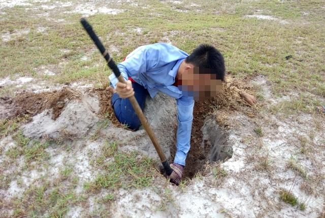 Theo chân thợ săn đào cát tìm hang, truy bắt thực phẩm tình yêu - 4