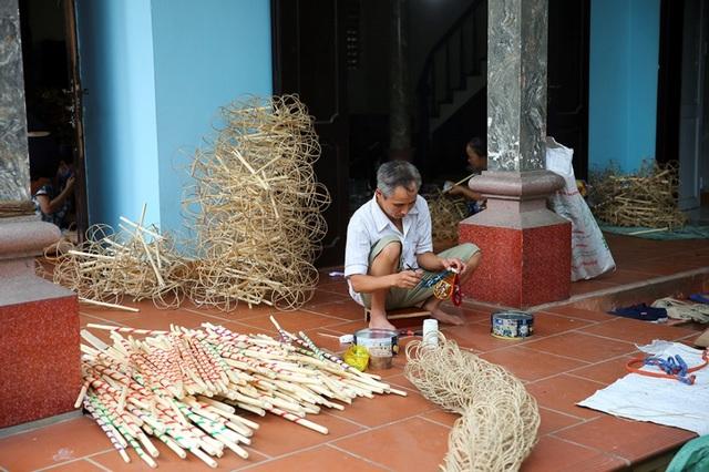 Người đàn ông hơn 40 năm làm đèn ông sư Trung thu ở Hà Nội - 1