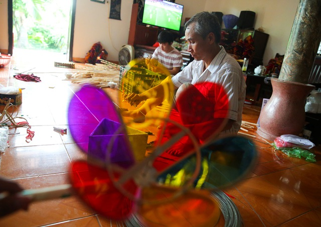 Người đàn ông hơn 40 năm làm đèn ông sư Trung thu ở Hà Nội - 2