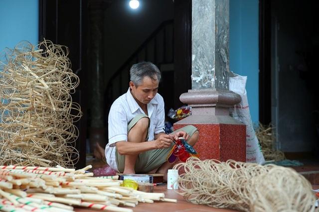 Người đàn ông hơn 40 năm làm đèn ông sư Trung thu ở Hà Nội - 10