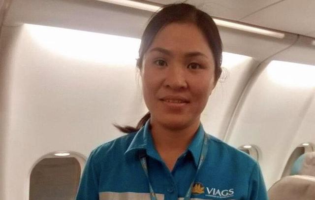 Nữ nhân viên vệ sinh nhặt được gần 1 tỷ đồng khách quên trên máy bay - 1