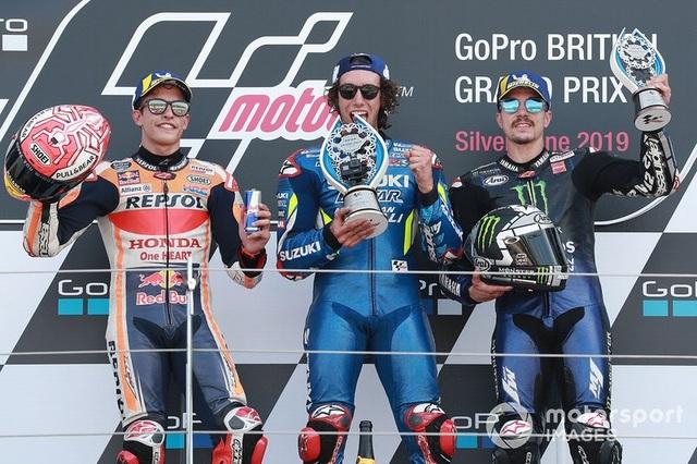 Chặng 12 MotoGP 2019: Rins thắng Marquez đầy cảm xúc ở góc cua cuối cùng - 8
